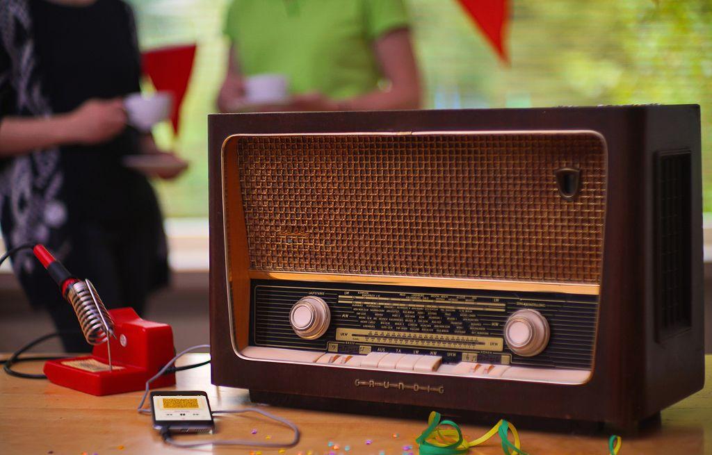 Dieser Grundig-Empfänger dient als Verstärker und Lautsprecher